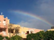 Arcobaleno vivo alla spiaggia in isole Canarie fotografia stock libera da diritti