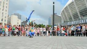 Arcobats durante a exposição 2014 dos esportes - as crianças ostentam o festival, Kiev, Ucrânia, video estoque