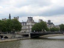 Arcole bro och stadshus royaltyfria foton