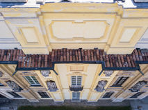 Arconati别墅、雕象窗口和阳台的细节 别墅Arconati, Castellazzo,博拉泰,米兰,意大利 鸟瞰图 图库摄影