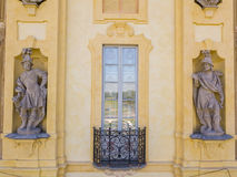 Arconati别墅、雕象窗口和阳台的细节 别墅Arconati, Castellazzo,博拉泰,米兰,意大利 鸟瞰图 库存图片