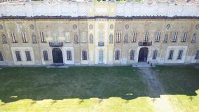 Arconati别墅、雕象窗口和阳台的细节 别墅Arconati, Castellazzo,博拉泰,米兰,意大利 鸟瞰图 影视素材