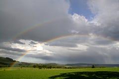 Arcos-íris e nuvens de chuva fotografia de stock royalty free