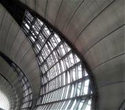 Arcos arquitectónicos en el aeropuerto de Bangkok Imágenes de archivo libres de regalías