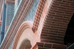 Arcos arquitectónicos rojos y negros Imagenes de archivo