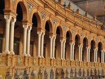 Arcos convergentes no quadrado de Spain imagens de stock royalty free