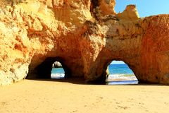 Arcos da pedra calcária - o Algarve Fotografia de Stock Royalty Free