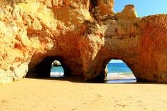 Arcos de la piedra caliza - Algarve Fotografía de archivo libre de regalías