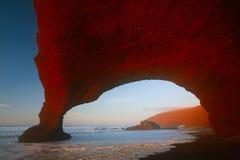 Arcos de la piedra de Legzira en luces de la puesta del sol foto de archivo