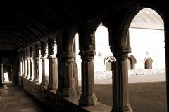 Arcos de la sepia en la abadía de Holycross Fotografía de archivo libre de regalías
