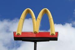 Arcos de oro de McDonalds Fotografía de archivo libre de regalías