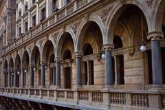 Arcos de pedra do teatro nacional em Praga Fotos de Stock Royalty Free