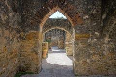 Arcos de pedra medievais na missão texas de San Jose Foto de Stock