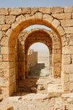 Arcos de piedra antiguos convergentes Imagen de archivo libre de regalías