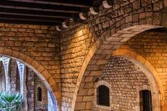 Arcos de piedra viejos en Barcelona Imagen de archivo