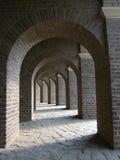 Arcos de Roman Amphitheatre no parque arqueológico em Xanten, Alemanha imagem de stock