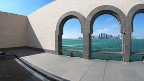 Arcos del oeste de la bah?a de Doha metrajes