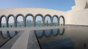 Arcos del reflejo del museo metrajes