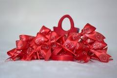 Arcos del regalo y bolso de la Navidad imagen de archivo