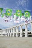 Arcos a Dinamarca Lapa arqueia Rio de janeiro Brazilian Flags foto de stock
