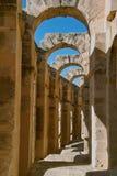 Arcos do anfiteatro e céu, EL Djem fotografia de stock