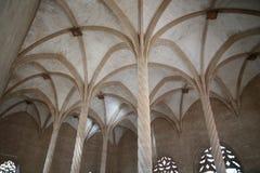 Arcos e colunas dentro do fishmarket histórico de Palma de Mallorca imagens de stock