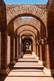 Arcos em Adobe Guadalupe Winery em Ensenada, México imagem de stock royalty free