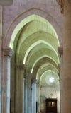 Arcos en interior de la catedral gótica Fotografía de archivo