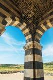 Arcos en la catedral de Saccargia Foto de archivo libre de regalías