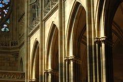 Arcos en la catedral Praga del St. Vitus Foto de archivo