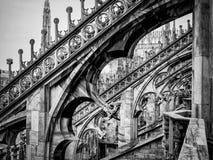 Arcos góticos dos di Milão do domo no preto Foto de Stock