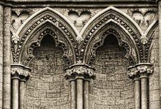 Arcos góticos en la cara de la catedral de Ely, fotografía de archivo libre de regalías