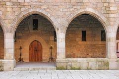 Arcos góticos Palacio del Duques de Braganca Guimaraes portugal fotos de archivo libres de regalías
