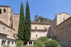 Arcos medievales de la piedra caliza en el monasterio de Gellone, Francia, UNSECO Fotografía de archivo libre de regalías