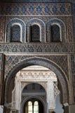 Arcos mudéjares del Alcazar real de Sevilla Imágenes de archivo libres de regalías