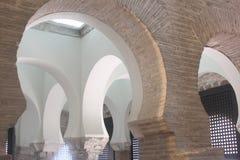 Arcos na mesquita de Cristo da luz, Toledo Fotos de Stock