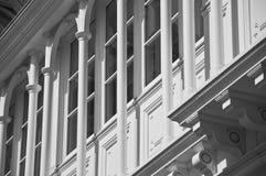 Arcos negros y blancos de la ventana Fotos de archivo libres de regalías