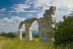 Arcos no Burnum antigo, archeological romano fotografia de stock royalty free