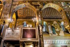Arcos sarracenos y mosaicos bizantinos dentro de la capilla de Palatine de Royal Palace en Palermo Fotos de archivo