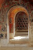 Arcos viejos del túnel para los pasillos foto de archivo libre de regalías