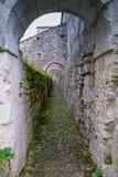 Arcos y butresses en una abadía rural Fotografía de archivo