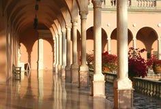 Arcos y columnas de la mansión meridional Fotografía de archivo