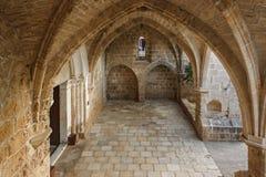 Arcos y paredes de la abadía de Bellapais Imágenes de archivo libres de regalías