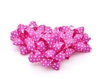 Arcs roses de souffle de cadeau modelés avec les points blancs Photo stock
