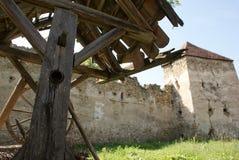 Arcus stärkt kyrka i Transylvania arkivbild