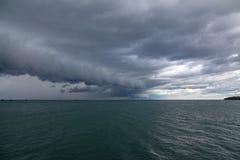 Arcusmoln över Lake Erie royaltyfri bild