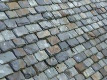 A ardósia velha telhou o telhado Imagem de Stock