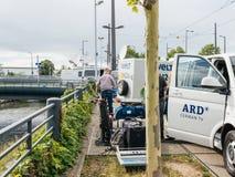 ARD在活德国城市的报告的电视卡车 库存图片