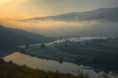 Arda-Fluss, Bulgarien - Herbstbild Stockfoto