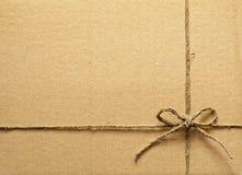 ardboard κιβώτιο με το σχοινί Στοκ εικόνα με δικαίωμα ελεύθερης χρήσης
